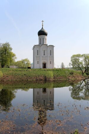 nerl: The Church of the Intercession of the Holy Virgin on the Nerl River (1165). Russia, Bogolubovo, Golden Ring. Stock Photo