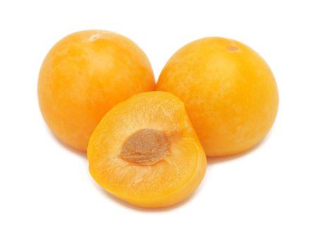 Gelbe Pflaumen, auf einem weißen Hintergrund isoliert Standard-Bild