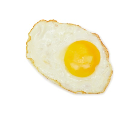 huevos fritos: Lado soleado, aislado en un fondo blanco