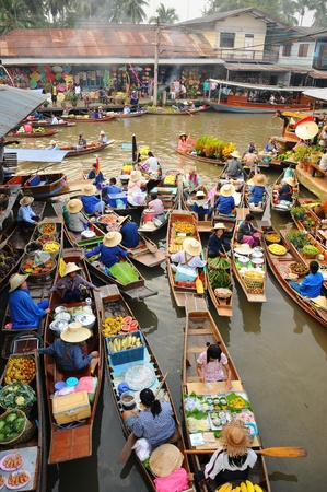 amphawa: Amphawa, Thailand , Jan 21, 2010 - Boats loaded with fruits and vegetables  in Amphawa Floating Market , Amphawa , Thailand.