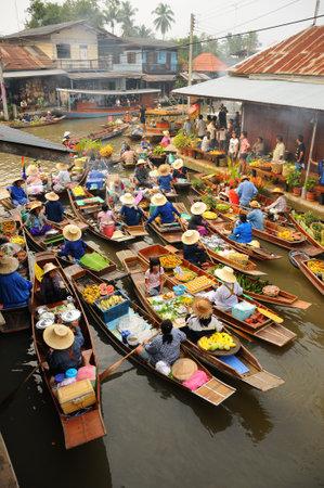 amphawa: Amphawa, Thailand , Jan 21, 2010 - Boats loaded with fruits and vegetables  in Amphawa Floating Market , Amphawa , Thailand.