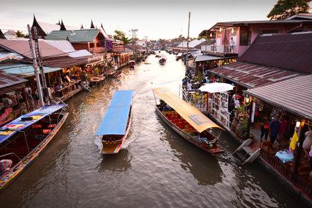 アンパワ 5 月 2日: アンパワ市場運河水上マーケット、アンパワ タイの 2015 年 5 月 2 日に文化観光地の中で最も有名です。