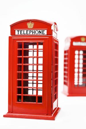 cabina telefonica: Cabina de tel�fono roja aislada en el fondo blanco Foto de archivo