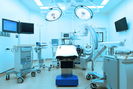 equipment and medical devices in modern operating room take with art lighting and blue filter Stockfoto