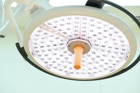 quir�rgico: l�mparas quir�rgicas en la sala de operaciones