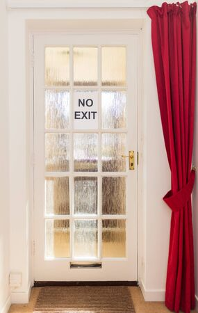 A No Exit sign on exterior door of a house during coronavirus outbreak indicates you cannot leave if in isolation Zdjęcie Seryjne