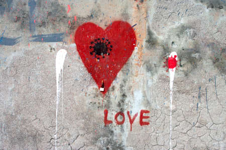PORTOROSE, SLOVENIA - AUGUST 29, 2020: Red heart and coronavirus sign picture drawn on urban wall. Portorose, Slovenia. 新闻类图片