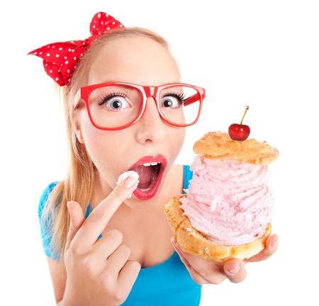 gente loca: Funny girl comer un bollo de crema Foto de archivo