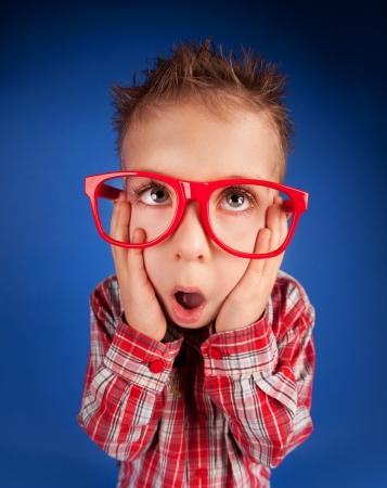 five years old: Cinque anni del bambino con la faccia espressiva
