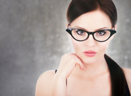 ojos hermosos: Atractiva mujer que llevaba gafas