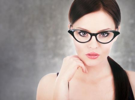 schöne augen: Attraktive Frau mit Brille Lizenzfreie Bilder