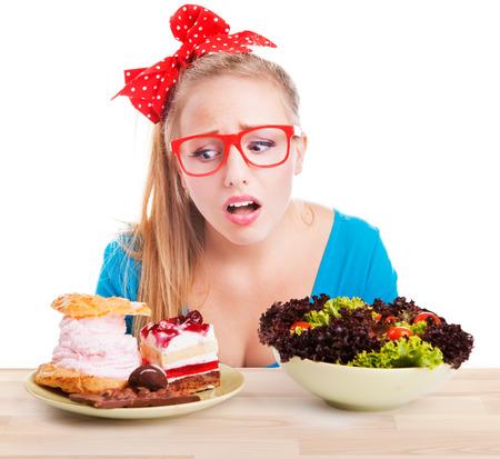 dieting: Moeilijke keuze tussen junk en gezonde voeding, dieet dieet-concept Stockfoto