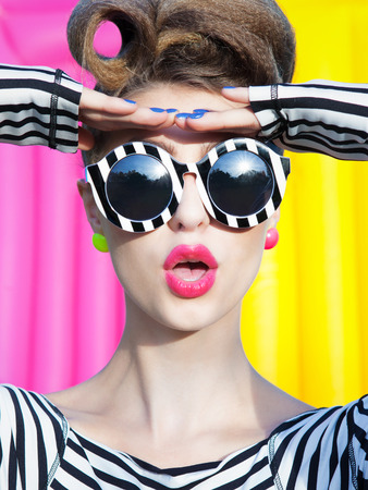 Colorful portrait of young attractive surprised woman Stockfoto