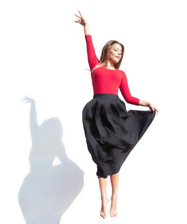 donna che balla: Concetto di danza moderna, donna che salta su Archivio Fotografico