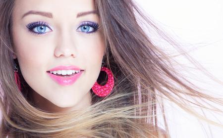 젊은 매력적인 쾌활 한 여자, 아름다움 스타일의 개념 스톡 콘텐츠