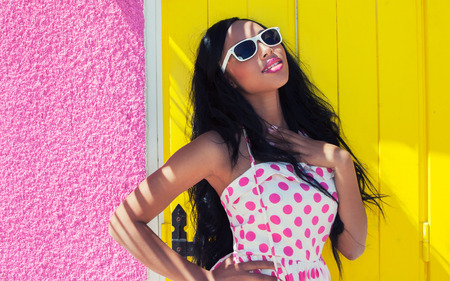 african beauty: Attractive smiling african american woman wearing sunglasses