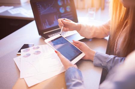ビジネス人々 の会議計画分析統計 Brainstorming.Finance 戦略統計の成功の概念