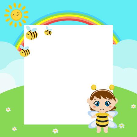 Bambino felice con grande foglio di carta. Bambino vestito da ape.