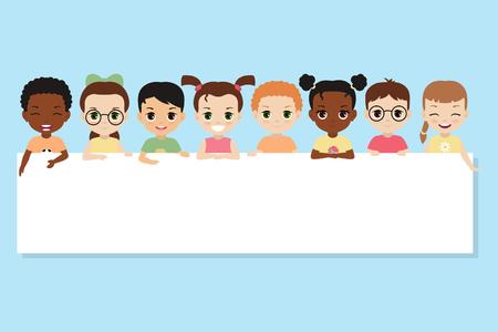 Enfants multiculturels, tenant une bannière vierge. Enfants heureux vector illustration. Banque d'images - 90225474