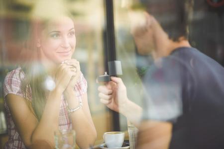Anel de noivado no café Imagens