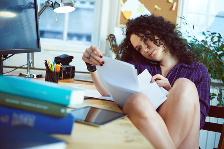 Woman working at home Imagens