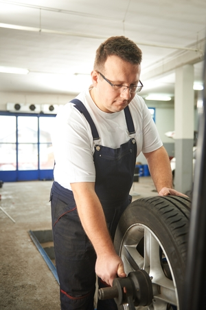 Balanceamento do pneu de carro
