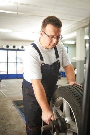 Balancing car tyre Imagens