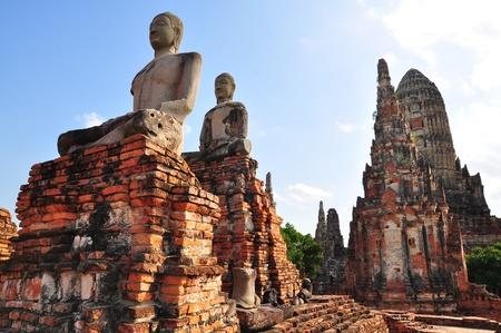 Un antiguo Buda en Wat Chaiwatthanaram en Ayutthaya Tailandia Foto de archivo