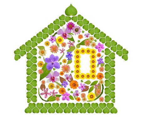 casa de la ecolog�a concepto de hojas verdes firmar con una ventana de color amarillo, sobre fondo blanco