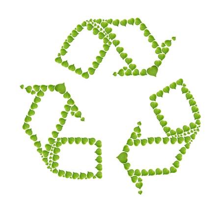 concepto de la ecolog�a con el coraz�n de las hojas verdes en el signo de reciclaje, aisladas sobre fondo blanco, hacen de la hoja verde real