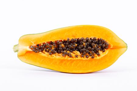 熟したパパイヤは、健康的なフルーツと分離した白い背景に栄養価の高い 写真素材