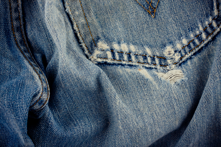 brown seam denim  and old blue jeans denim texture close up 免版税图像