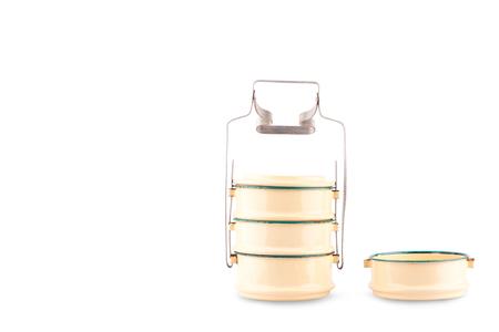Transporteur de nourriture en acier de revêtement transporteur tiffin sur fond blanc objet de cuisine isolé