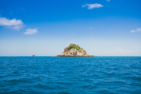 shark island and blue ocean and clear sky in koh tao is a popular scuba drive on beautiful scenic nature  landscape background Reklamní fotografie