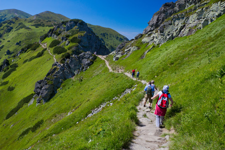 Mountain path with hiking people Imagens