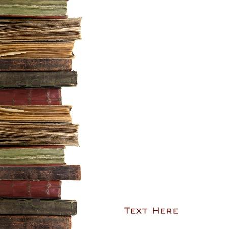 leerboek: Drie oude boeken op een witte achtergrond