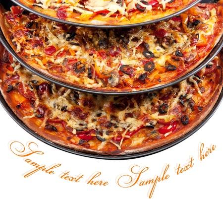 pizza: tres variedades de pizza aislado en un fondo blanco Foto de archivo
