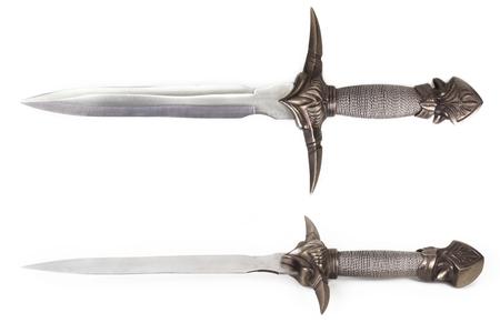 古代の短剣を白い背景に分離されました。