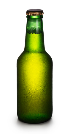 condensacion: Bottle of beer with condensation isolated on white background