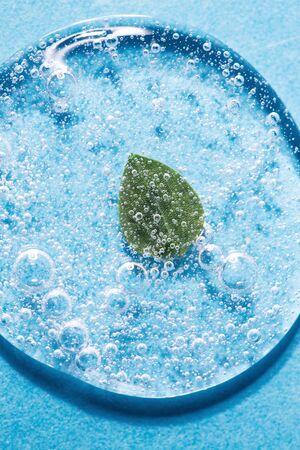 Gel transparente con primer plano de burbujas.
