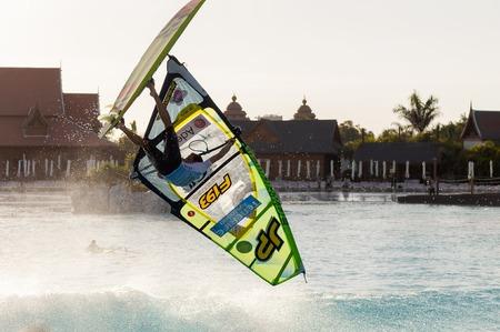 windsurf: Sesi�n de Windsurf en el parque Siam PWA2014 Tenerife