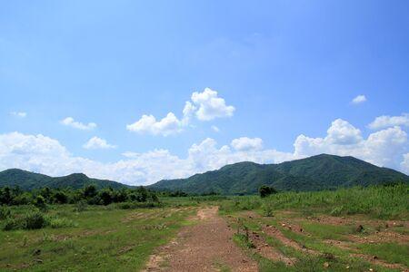paysagiste: montagne verte thaï et ciel bleu paysage Banque d'images