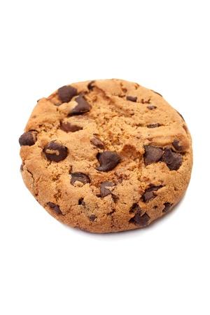 galletas: Primer plano de una sola galleta de chocolate en el fondo blanco