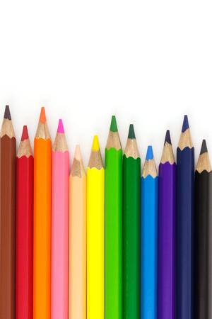 Matite colorate isolate su sfondo bianco con copia spazio. Archivio Fotografico