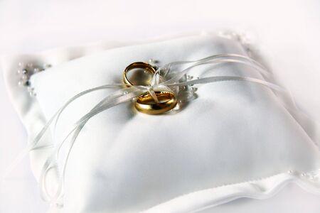 weddingrings: close-up weddingrings in gold