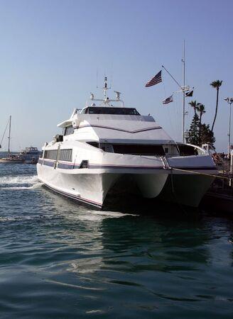 shipload: El servicio de ferry catamar�n turistas a Avalon, Catalina California