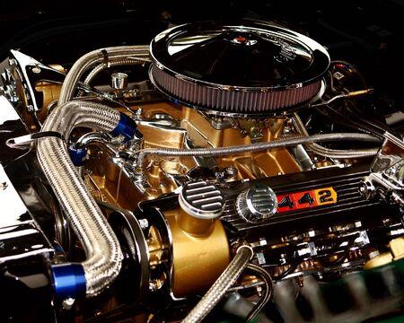 Hot 442 Motor, finden Sie auf Autos in der 50-bis Anfang 70's  Standard-Bild - 1505104