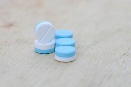 Gros plan blanc et bleu médecine pilule Banque d'images - 62157463