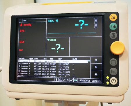 signos vitales: La medición de los signos vitales después de los trabajos de corazón, los pulmones, y la concentración de oxígeno en la sangre.