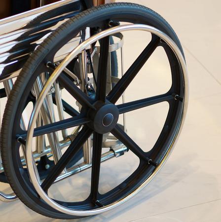 paraplegico: Rueda de veh�culo para la persona con discapacidad